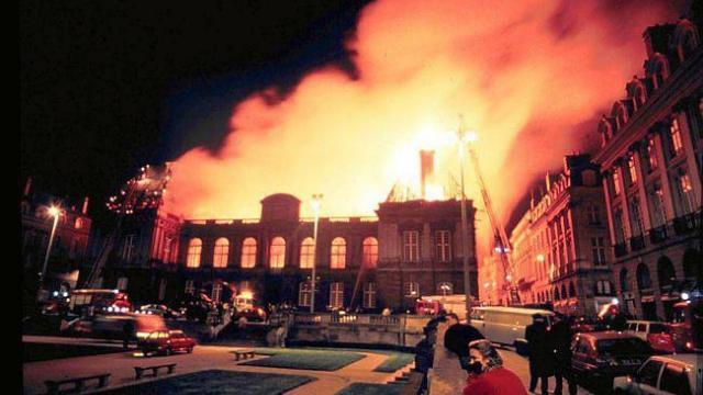 rennes-le-parlement-de-bretagne-evacue-apres-un-incendie-fictif.jpg