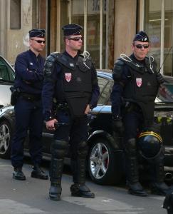 CRS_tenue_maintien_ordre_p1200484